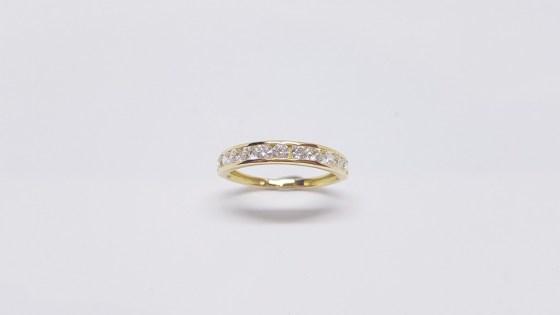 a964946e0a86 anillo-oro-media-alianza-ancha
